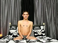 Crushed twink and penis of hot and handsome teen ager american at Boy Crush!