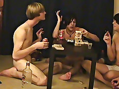 """Trace and William receive together with their new friend Austin for the second installment of """"game night"""
