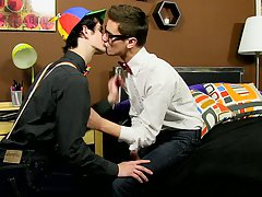 Real sissy twinks and young shaved emo gay boys bareback