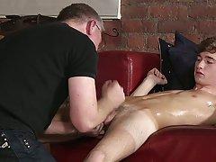 Gay hispanic short hairy muscle and old gay men blowjob - Boy Napped!