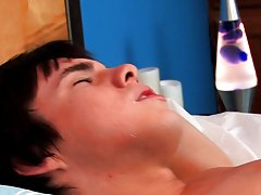 Smooth cute twink ass and pictures cumshot on twink at Boy Crush!