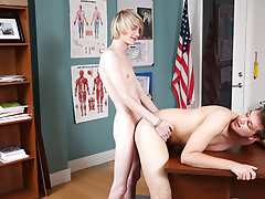 Hollywood twink bareback pics and black twink sex images at Teach Twinks