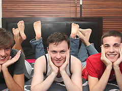 Man fucking gay boy and the best gay masturbation clips at Boy Crush!