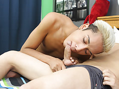 Cute twink solo hands free and tube twink aaron speedo at Boy Crush!