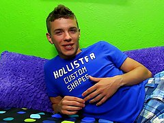 Solo young boys tube and free locker room twink clip at Boy Crush!
