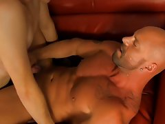 Hot muscle guys and free gay muscle cock at I'm Your Boy Toy