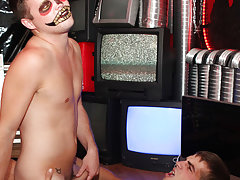 Picture of guy cum on own face and male gay masturbating club chicago at Boy Crush!