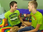 Jacobey London loves to keep his hook-ups interesting, so in advance of they fuck, that guy makes Dylan Chambers discover the hidden candy on his body