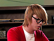 It's after school and a geeky boy is getting a pep talk from a smokin' hot male master gay men eating cum at Teach Twinks